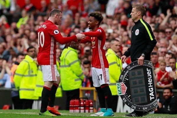 Angel Gomes vào sân thay thế cho Wayne Rooney