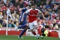 Ozil nói bóng gió về kế hoạch ở lại Arsenal