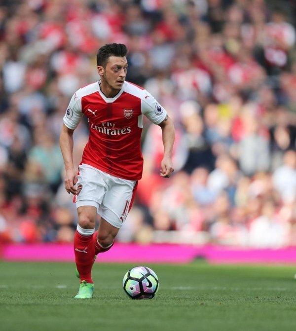 Mesut Ozil có ý định gắn bó tương lai với Arsenal