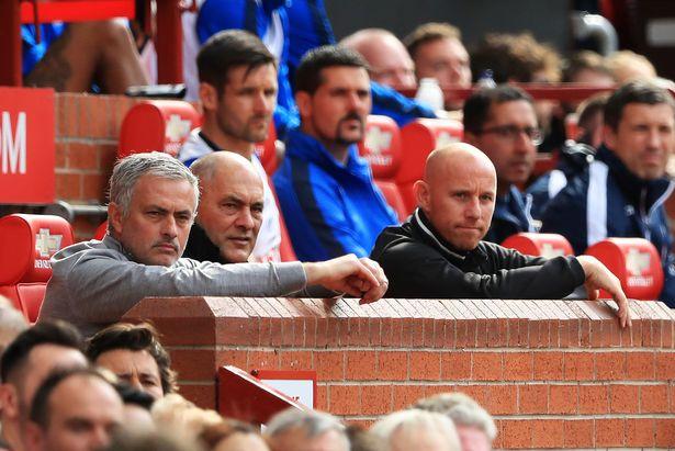 Mourinho và Nicky Butt ủng hộ đội trẻ của Man United dự Milk Cup