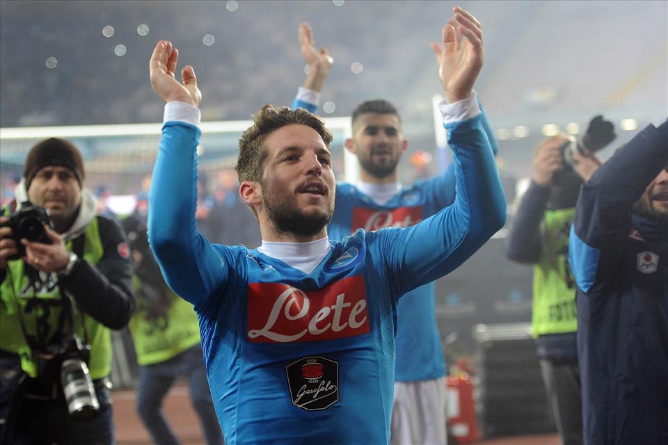 Napoli cần đánh bại Sampdoria và hy vọng Roma sẩy chân trước Genoa