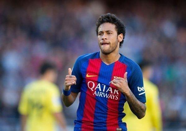 Với kỹ năng xử lý bóng tinh tế và tài ghi bàn bẩm sinh, Vinicius thường được so sánh với Neymar của Barcelona