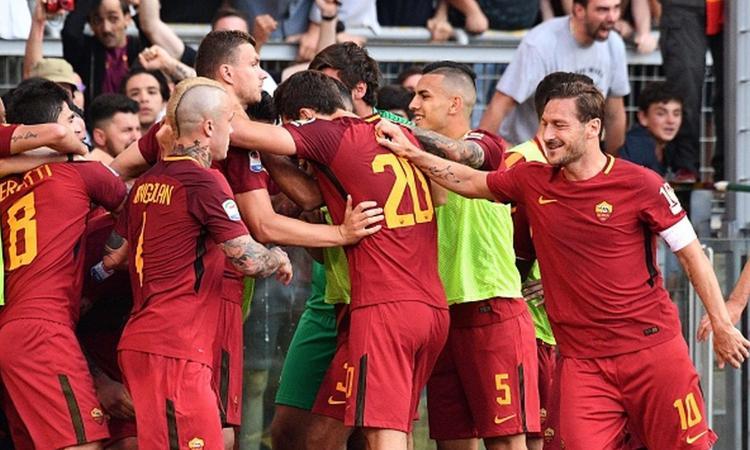 Roma giành chiến thắng kịch tính trước Genoa