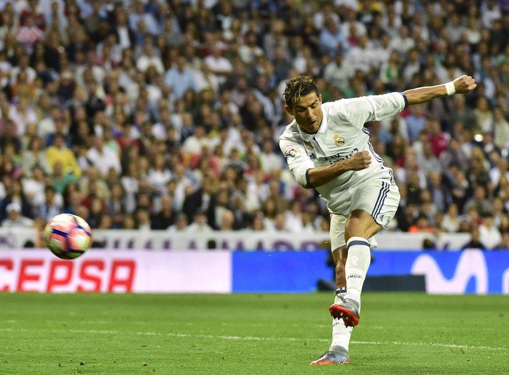 Pha dứt điểm một chạm của Ronaldo ở trận gặp Sevilla