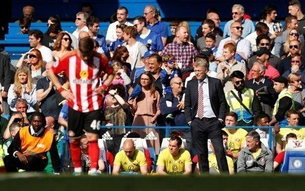 Sunderland đứng bét bảng nhưng vẫn bỏ túi gần 100 triệu bảng