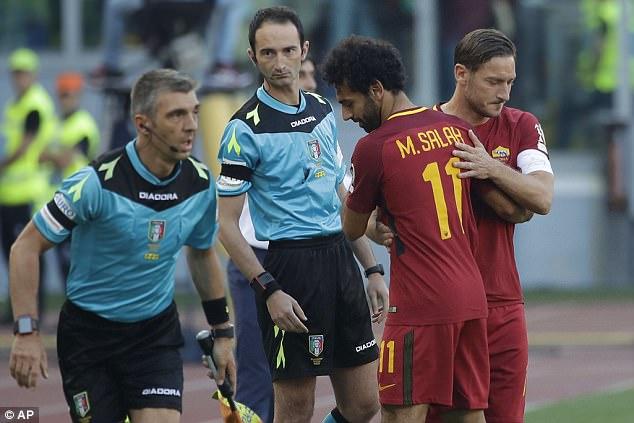 Francesco Totti vào sân thay Mohamed Salah ở phút 54