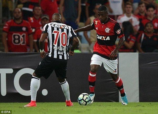 Real Madrid chính thức xác nhận hợp đồng đắt đỏ với Vinicius