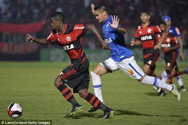 Real Madrid đạt được thỏa thuận mua Vinicius, tiền đạo được ví von là Neymar mới