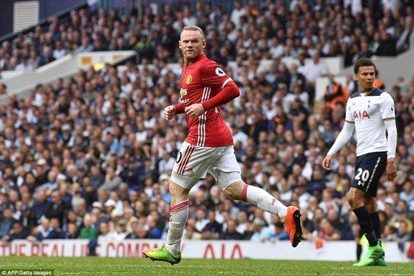 """Wayne Rooney có bàn thắng """"danh dự"""" cho M.U vào giữa hiệp 2"""