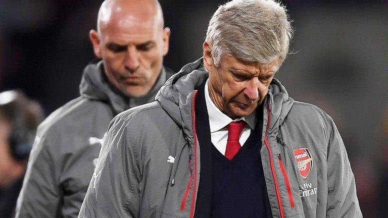 Wenger đã mắc nhiều sai lầm trong mùa