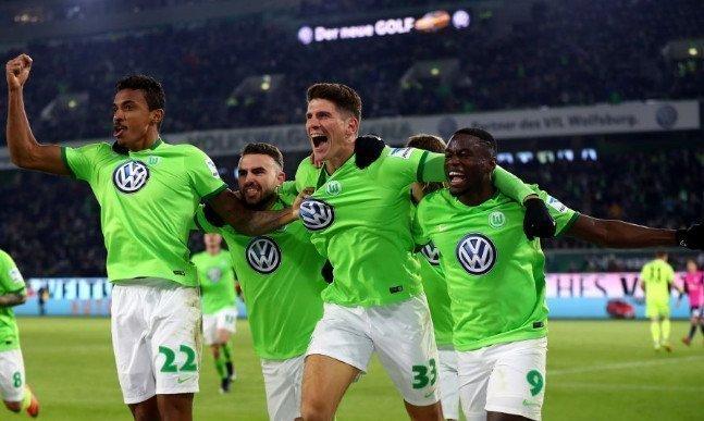Wolfsburg vẫn còn cơ hội để trụ lại Bundesliga mùa tới