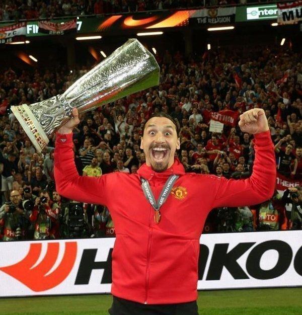 Ibrahimovic ưu tiên gia hạn hợp đồng với M.U, nhưng cũng để ngỏ cánh cửa gia nhập các CLB khác của Premier League