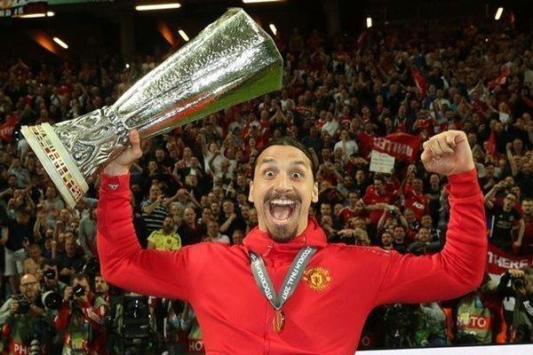 Zlatan Ibrahimovic cũng góp mặt, dù phải làm khán giả trong trận chung kết Europa League vì chấn thương