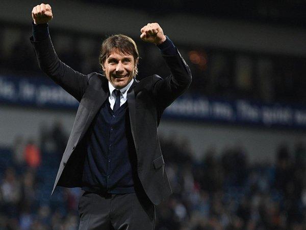 Antonio Conte đã có mùa giải chói sáng, giúp Chelsea đăng quang chức vô địch Premier League trước 2 lượt trận cuối cùng