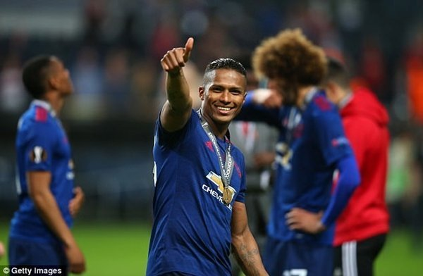 Antonio Valencia ký hợp đồng mới ở lại M.U thêm 2 năm