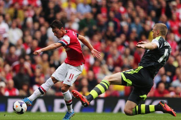 Arsenal vs Stoke City vòng 37 giải Ngoại Hạng Anh