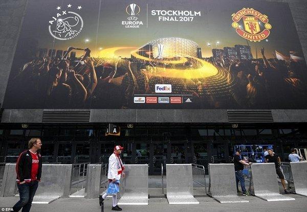 Mourinho và M.U cần phải vô địch Europa League để giành vé dự Champions League mùa tới