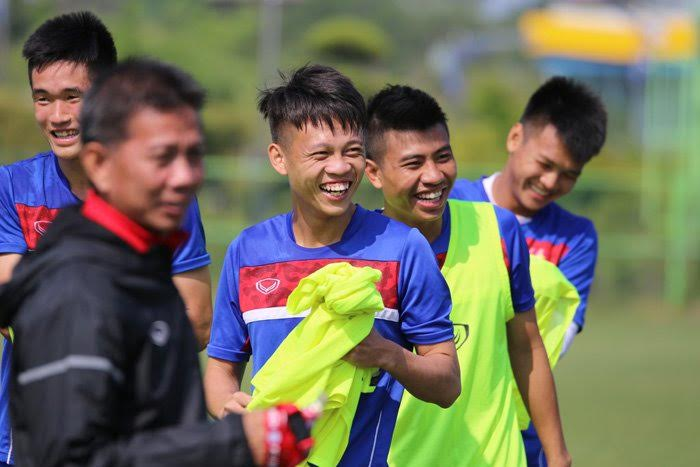 Buổi tập đầu tiên của thày trò HLV Hoàng Anh Tuấn tại Cheonan