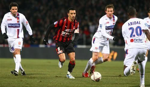 Lyon vs Nice vòng 38 giải vô địch bóng đá Pháp.
