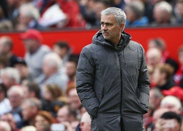 """Jose Mourinho nói rằng """"không quan trọng"""" nếu M.U phải dừng chân ở bán kết Europa League"""