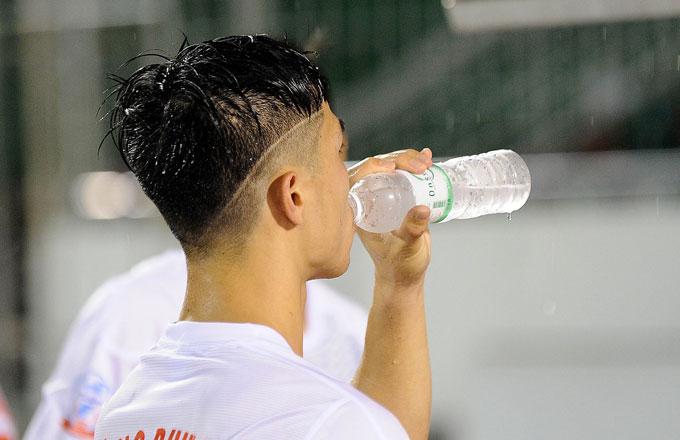 Tiền đạo của đội bóng phố Núi với kiểu tóc mới.