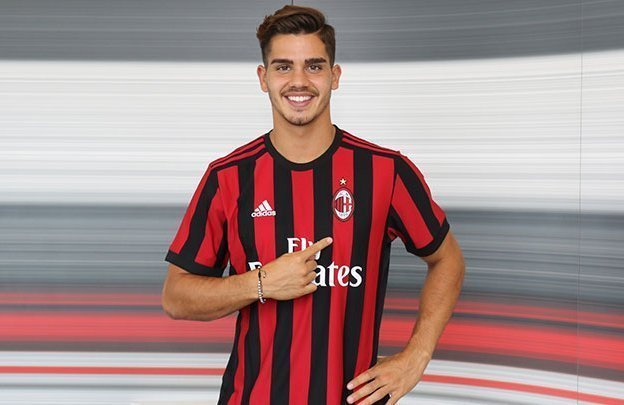 Andre Silva trở thành tân binh thứ 4 của Milan trong mùa hè này