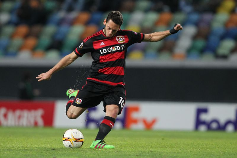 Milan đạt thỏa thuận chiêu mộ tiền vệ Calhanoglu của Leverkusen