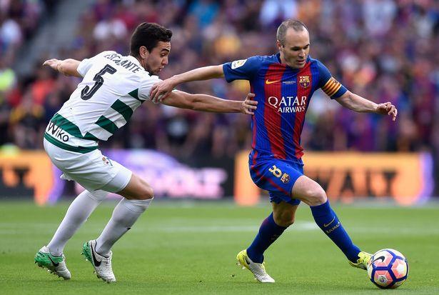 Đội trưởng Andre Iniesta vẫn nằm trong kế hoạch tương lai của Valverde