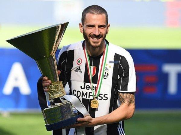 Leonardo Bonucci cũng nằm trong danh sách tuyển mộ của Conte