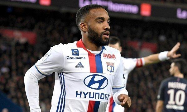Arsenal cũng theo đuổi Alexandre Lacazette của Lyon