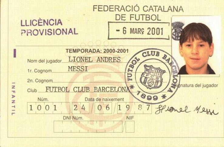 Messi chính thức đến với Barcelona vào năm 2001