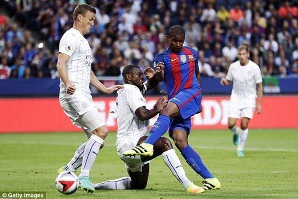 Barcelona ký hợp đồng 3 năm với Santos