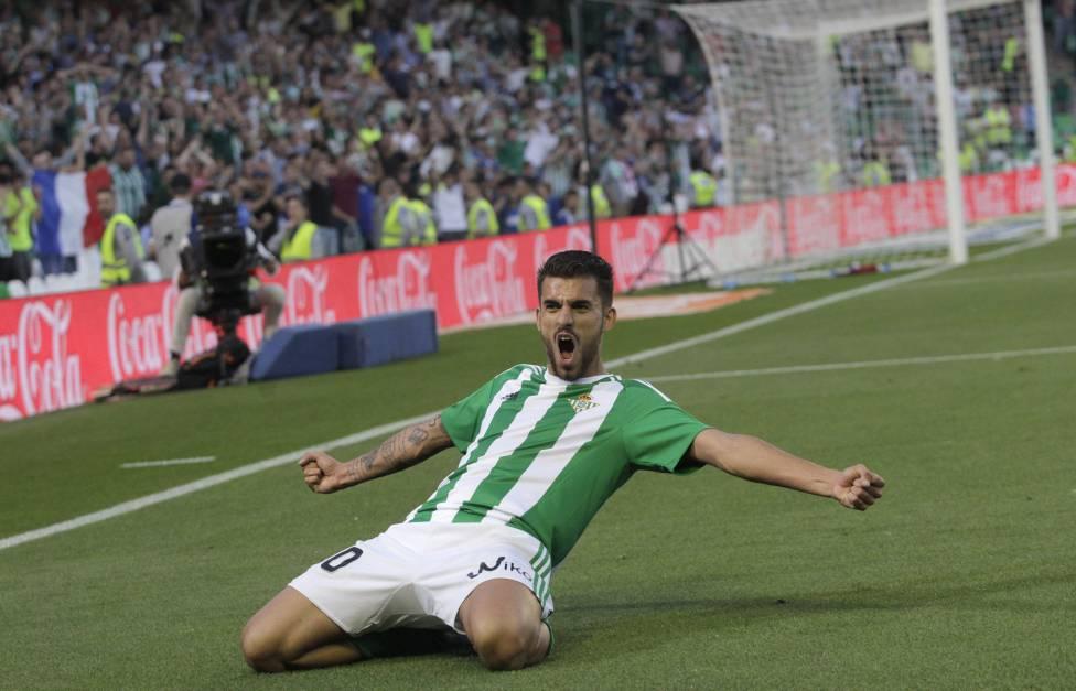 Mới 20 tuổi nhưng Ceballos đã trở thành trụ cột của CLB Betis