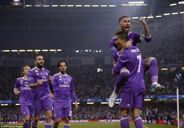 Kỳ tích tại Champions League và chức vô địch La Liga đầu tiên kể từ năm 2012 giúp các cầu thủ Real nhận thưởng lớn