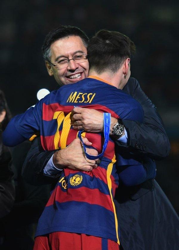 Chủ tịch Barcelona, Josep Maria Bartomeu thành công trong việc giữ chân Lionel Messi ở lại Nou Camp hồi mùa hè năm ngoái