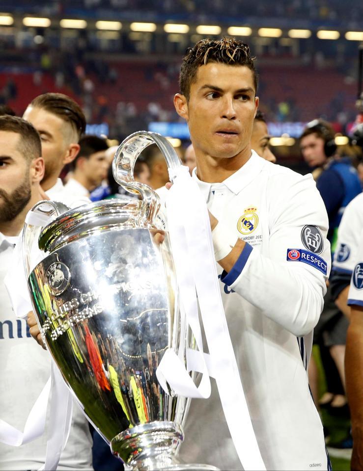 Cristiano Ronaldo là 1 trong 8 thành viên của Real Madrid góp mặt ở Đội hình xuất sắc nhất Champions League 2016-2017
