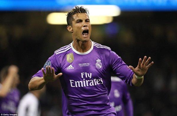 Ronaldo lập cú đúp bàn thắng giúp Real đánh bại Juve 4-1