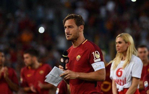 Francesco Totti có màn chia tay xúc động tại Olimpic hôm 28/5
