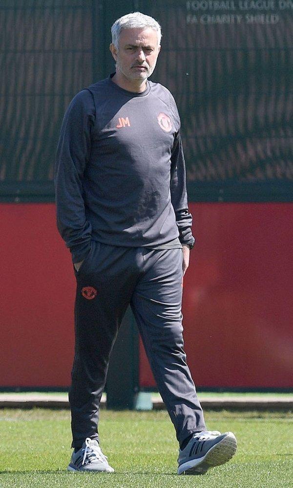 Mourinho trở lại Anh dẫn dắt Chelsea vào năm 2013, trước lúc đến M.U mùa hè năm ngoái