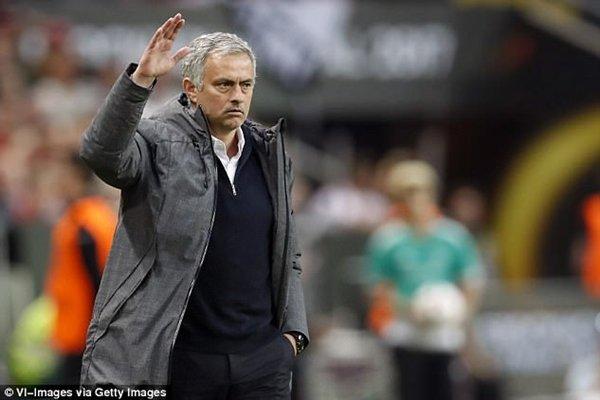 Jose Mourinho cũng đang đối mặt với cáo buộc trốn thuế hồi còn làm việc cho Real Madrid