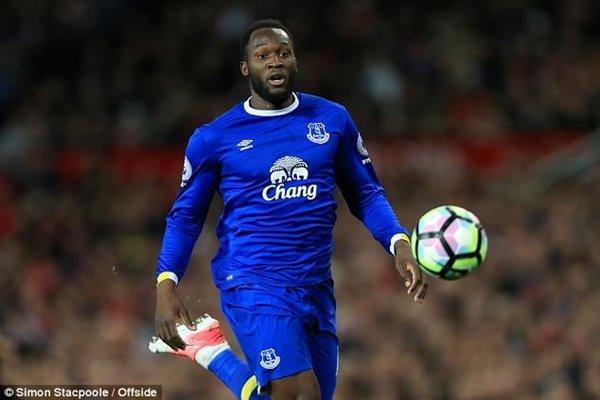 M.U để mắt tới Romelu Lukaku của Everton và có thể nối lại đàm phán với Antoine Griezmann của Ateltico Madrid