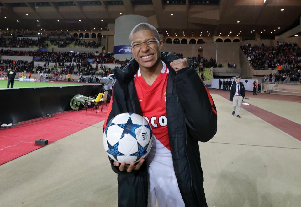 Tài năng trẻ của Monaco, Kylian Mbappe cũng có tên