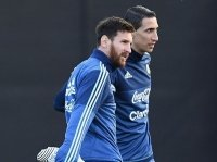 """Messi ở lại Barcelona thêm 5 năm với mức lương """"khủng"""""""