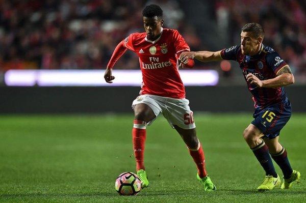 M.U tự tin có thể giành hậu vệ Nelson Semedo với Barcelona