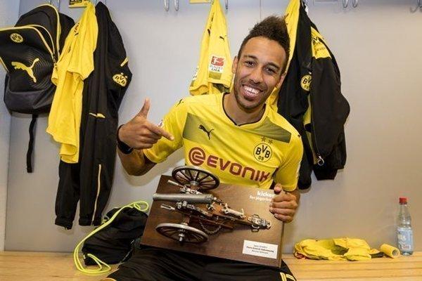 """Việc PSG rút lui mở ra cơ hội để M.U sở hữu """"cỗ máy ghi bàn"""" người Gabon"""