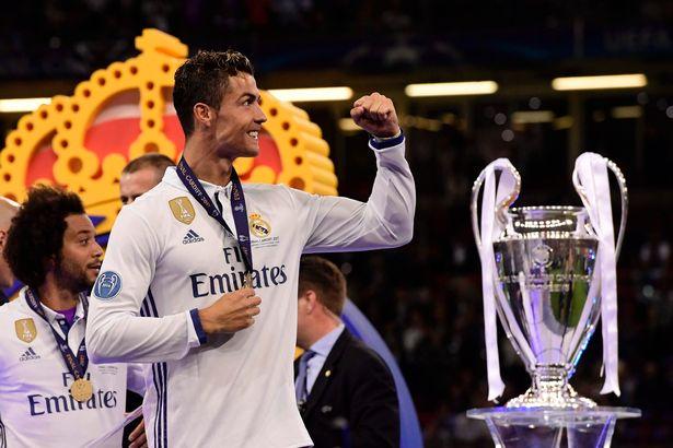 Không chỉ đá bóng hay, Cristiano Ronaldo còn là VĐV kiếm tiền giỏi nhất thế giới