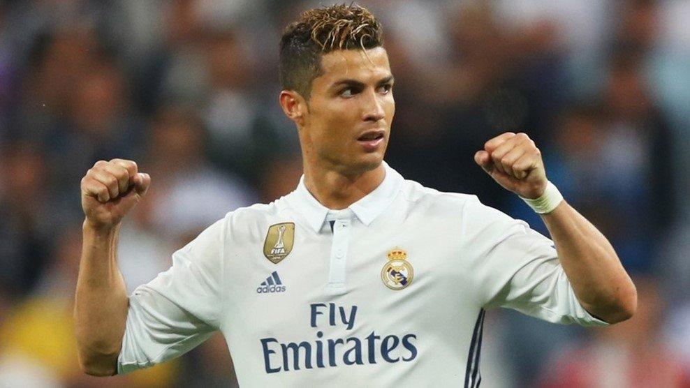 Ronaldo chỉ kém Messi có 1 bàn