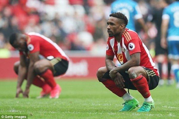 Sunderland là một trong những đội bóng phải xuống Championship