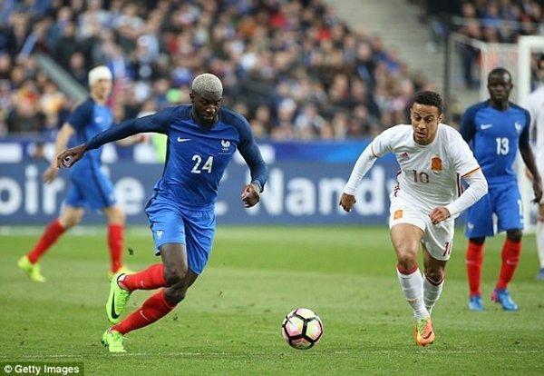 Bakayoko sẽ đá cặp tiền vệ trung tâm với đồng hương người Pháp, N'Golo Kante
