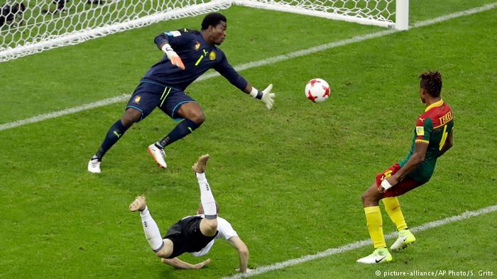 Cú bay người đánh đầu ghi bàn của Werner trong trận gặp Cameroon